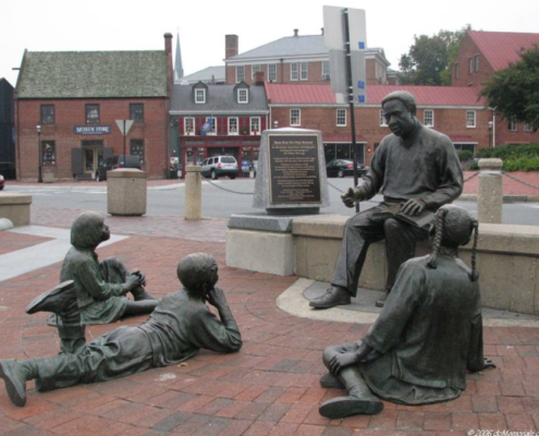 Kunta Kinte-Alex Haley Memorial Sculpture Group