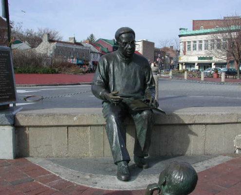 Kunta Kinte-Alex Haley Memorial Sculpture Group